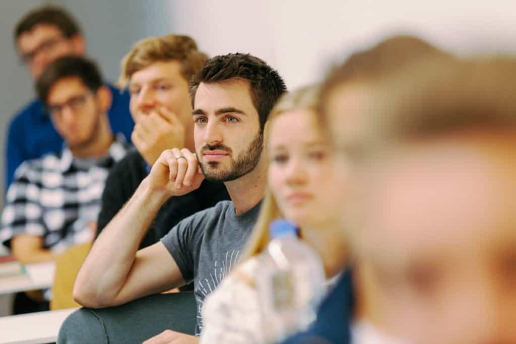 STH Basel Studienprofil Studenten interessiert